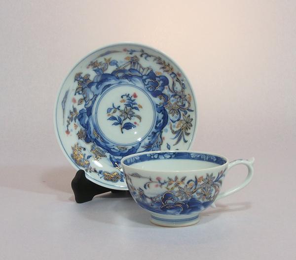 染付金彩紅茶碗皿